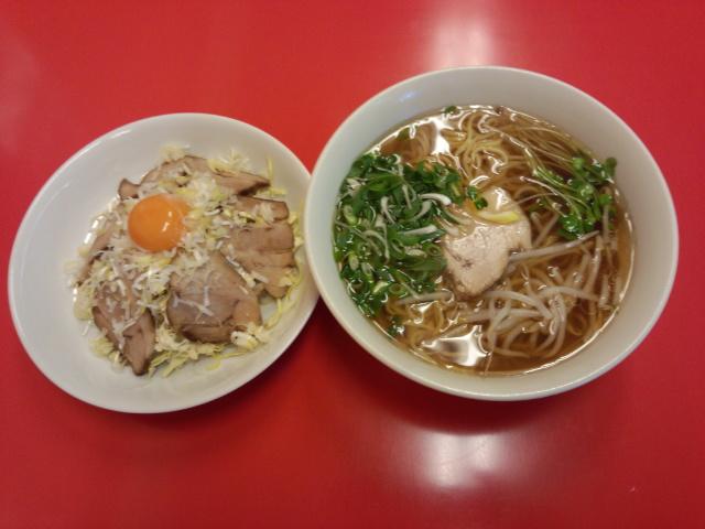 チャーシュー丼セット (卵黄付き)