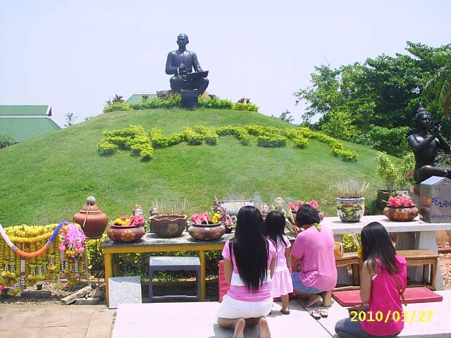 タイの詩聖スントンプー記念碑